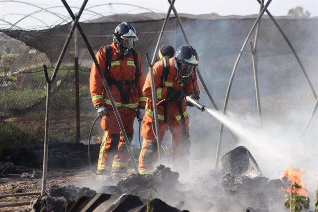 Imagen de archivo de una actuación de bomberos del Consorcio Provincial de Huelva.