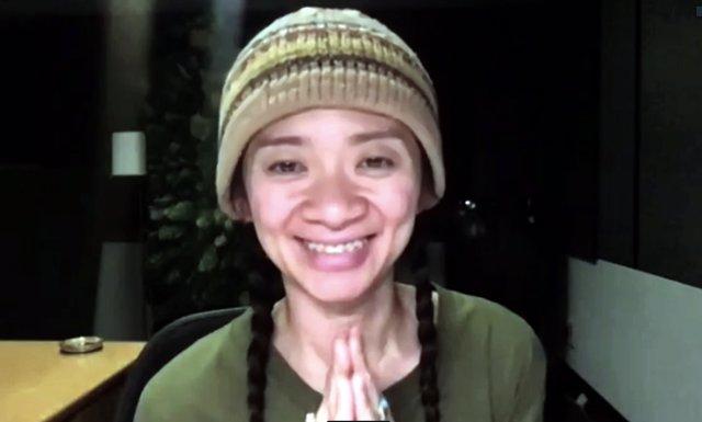 Chloé Zhao directora de Nomadland agradece su Globo de Oro