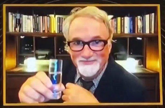 El chupito de David Fincher y Bill Murray entre los mejores memes de los Globos de Oro 2021