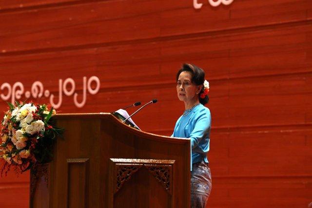 Archivo - Aung San Suu Kyi, antigua líder 'de facto' del Gobierno de Birmania