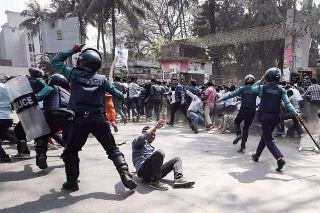 Represión policial en una protesta por la muerte de Mushtaq Ahmed