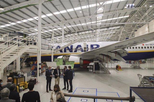Nota De Prensa Y Fotografías. Visita Alcalde Ryanair Obras Segundo Hangar