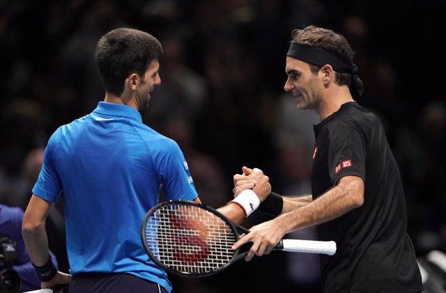 Archivo - Novak Djokovic y Roger Federer