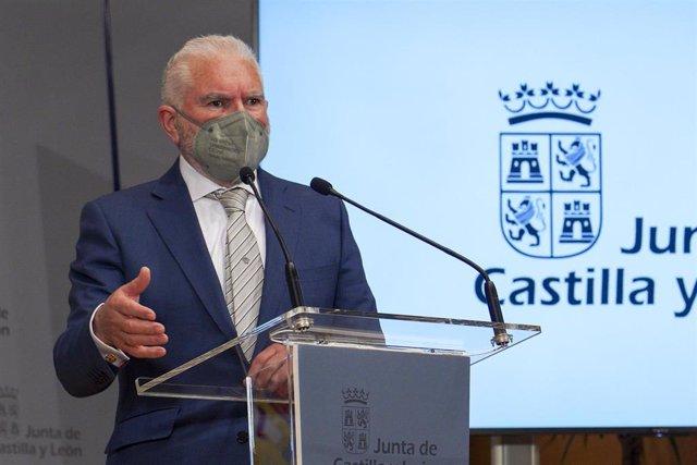 El presidente ejecutivo de Latem Aluminium, Macario Fernández, durante la rueda de prensa.