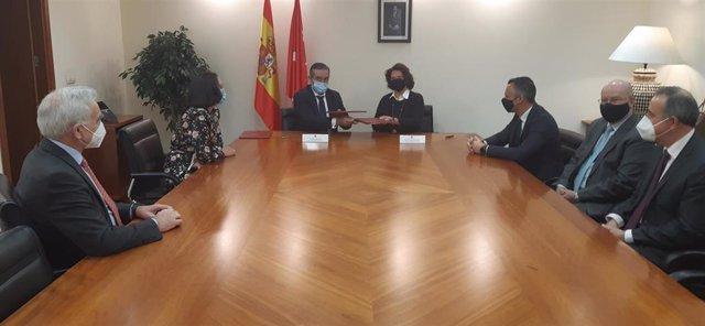 El consejero de Justicia, Interior y Víctimas, Enrique López, se reúne con el Colegio de Registradores de la Propiedad y Mercantiles de España