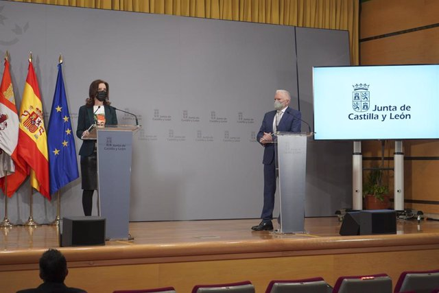 La consejera de Empleo e Industria de Castilla y León, Ana Carlota Amigo, junto al presidente ejecutivo de Latem Aluminium, Macario Fernández.