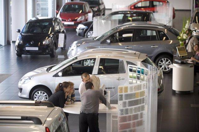 Archivo - Concesionario de Renault