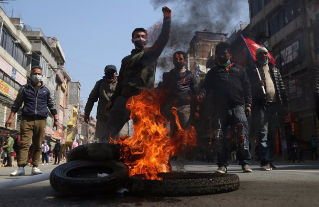 04 February 2021, Nepal, Kathmandu: Anti-government protesters burn tires during a general strike called by a faction of the recently split Nepal Communist Party against Prime Minister KP Sharma Oli and the dissolution of the Parliament. Photo: Dipen Shre