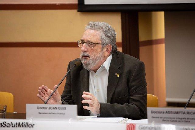 Archivo - Arxiu - L'exsecretari de Salut Pública Joan Guix després de confirmar-se el primer cas de coronavirus a Catalunya.