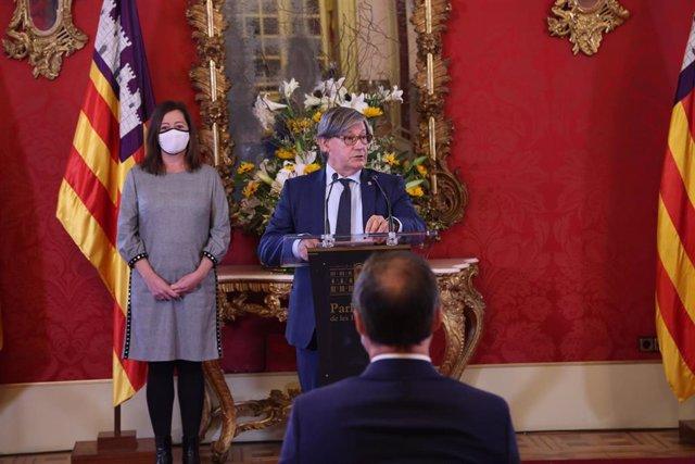 El presidente del Parlament balear, Vicenç Thomas, durante su discurso con motivo del Día de Baleares.