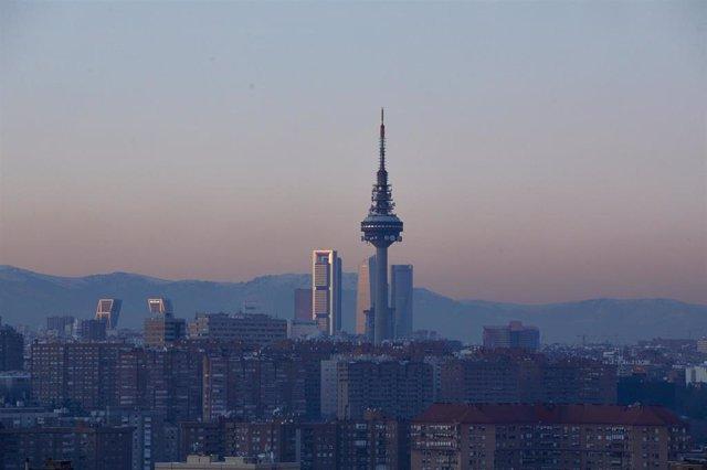 Archivo - Capa de contaminación sobre la ciudad desde el Cerro del Tío Pío