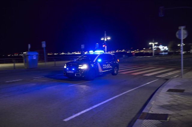 Archivo - Un coche de Policía Nacional circula por el Paseo Pereda minutos antes de la segunda noche de toque de queda