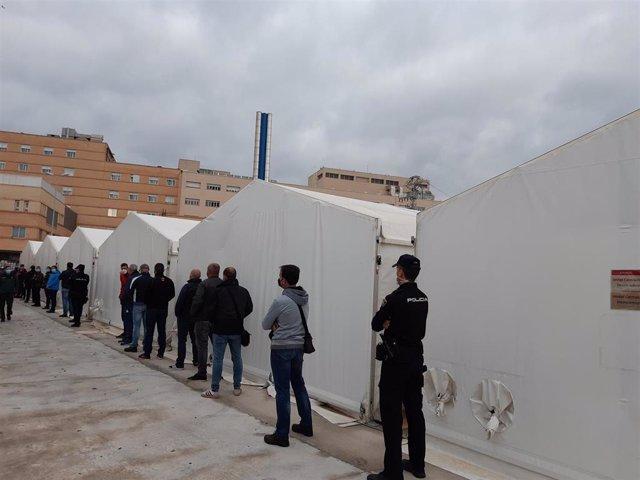 Vacunación de fuerzas y cuerpos de seguridad en el hospital de campaña de Castelló de la Plana