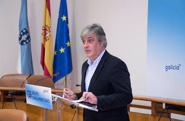 Archivo - El portavoz parlamentario del PPdeG, Pedro Puy, en rueda de prensa