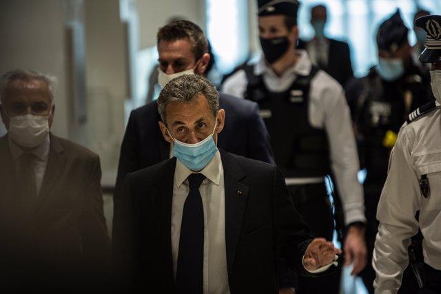 Sarkozy llega para oír el veredicto en el juicio