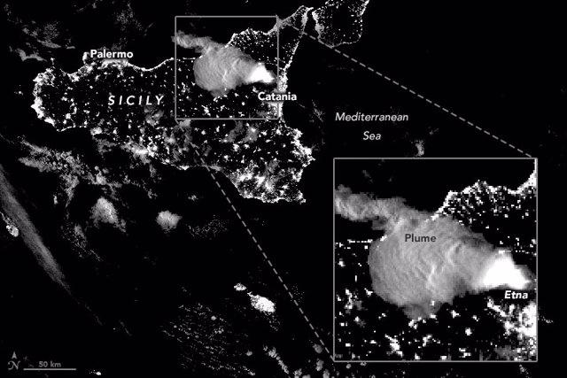 Panacho de humo de la erupción del Etna