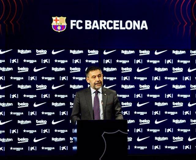 Archivo - El presidente dimitido del FC Barcelona Josep Maria Bartomeu en la comparecencia en la que anunció la dimisión en bloque de su Junta Directiva