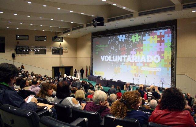 Archivo - Asistentes al congreso estatal de voluntariado en Sevilla, en foto de archivo