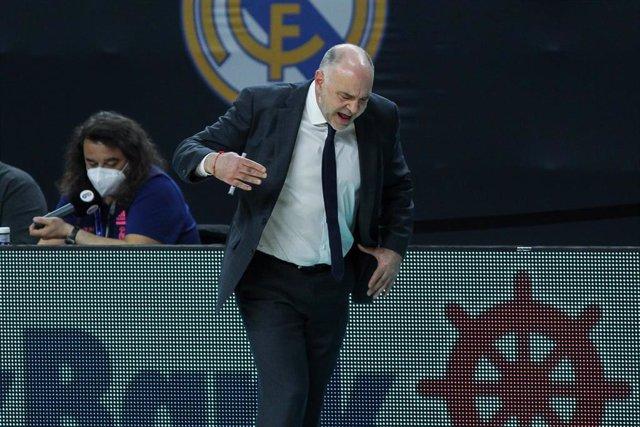 Pablo Laso dirigiendo al Real Madrid