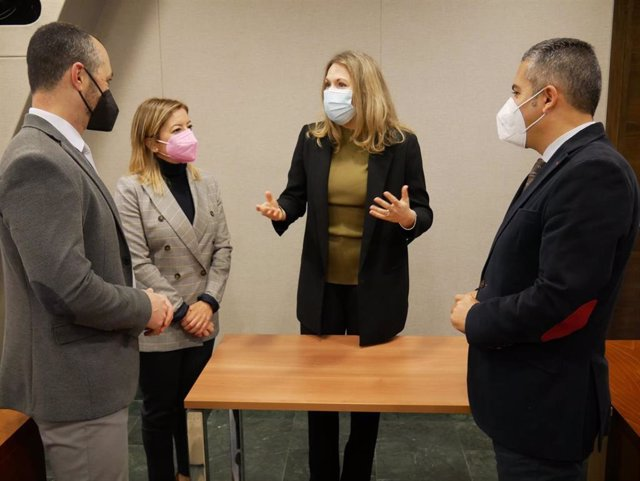Diputados del PP con la representante de Fundación Ingenio