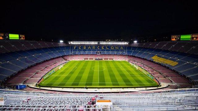 El Camp Nou, estadio del FC Barcelona, en noche de partido. Imagen de archivo