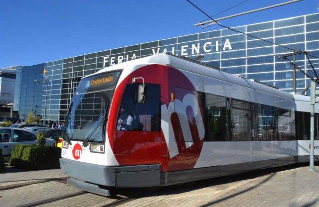 Archivo - Tranvía de Metrovalencia en Feria València