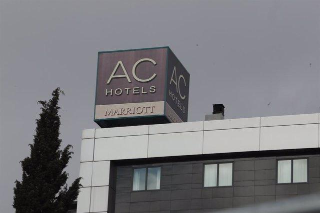 Archivo - Cartel del hotel AC Hotel Madrid Feria, en Madrid (España).
