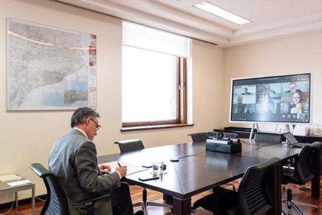 El conseller d'Empresa i Coneixement, Ramon Tremosa, reunit amb els responsables dels projectes
