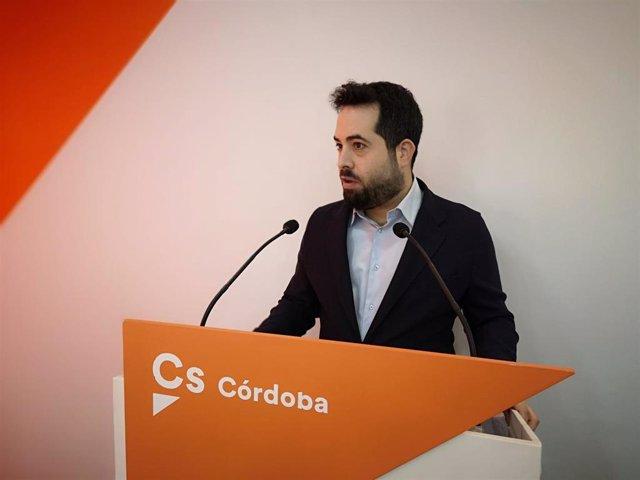 El coordinador de Cs en Córdoba, Fran Carrillo, en la sede de su partido.