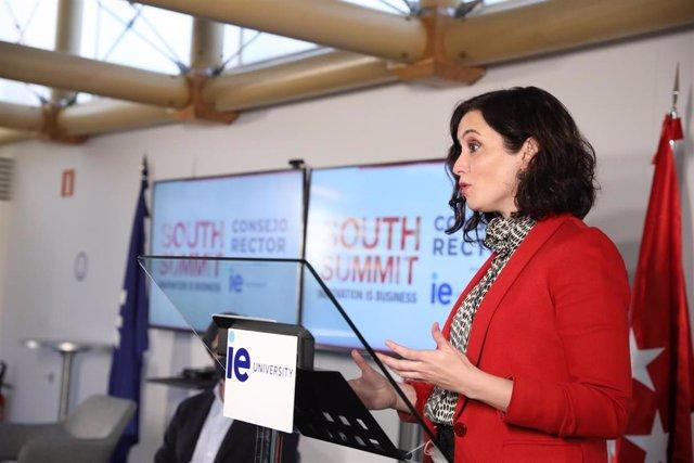 La presidenta de la Comunidad de Madrid, Isabel Díaz Ayuso, interviene durante una reunión organizada con miembros del Consejo Rector de South Summit 2021