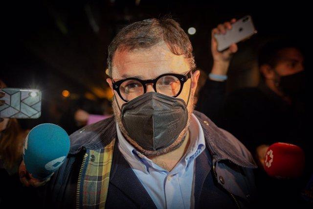 El jefe de los servicios jurídicos del Barça, Román Gómez Ponti, sale de la comisaría de Les Corts horas después de su detención, en Barcelona, Catalunya (España), a 1 de marzo de 2021. Bartomeu ha sido detenido este lunes por los Mossos d'Esquadra durant