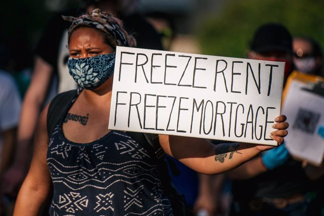Manifestación para pedir la congelación de alquileres e hipotecas durante la crisis del coronaviru
