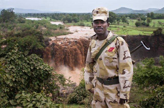 Archivo - Un soldado en Etiopía