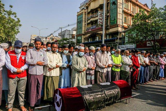 Funeral de una persona fallecida en las protestas de Birmania