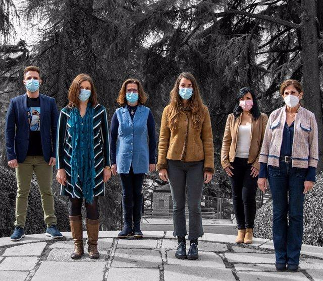 """Archivo - Seis enfermeras hacen balance del año más duro de su historia: """"Se han olvidado de nosotros y seguimos ahí, en la puerta de la UCI y viendo a la gente morirse"""""""