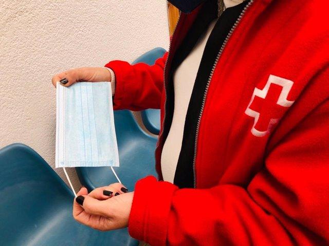 Cruz Roja reparte mascarillas quirúrgica entre familias en situación de vulnerabilidad