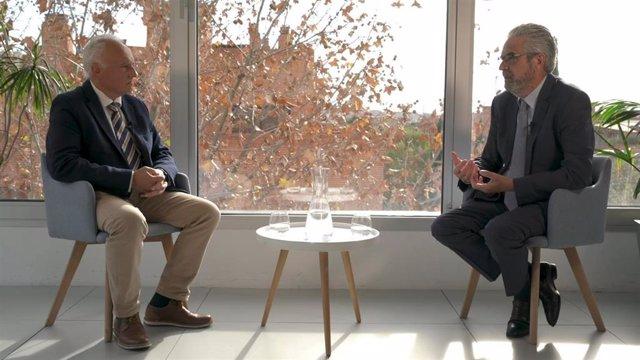 """Los doctores José Javier García del Águila, director médico de HLA Mediterráneo (Almería), y Carlos Zarco, director médico de HLA Universitario Moncloa (Madrid), durante la conversación sobre """"Los hospitales del futuro""""."""