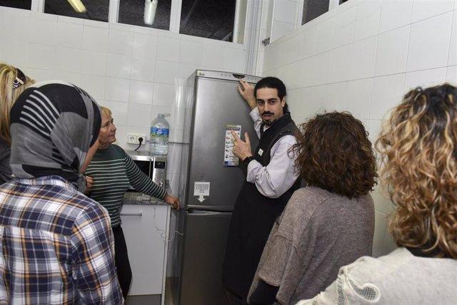 Fundación Naturgy lanza un servicio de acompañamiento a familias vulnerables en Catalunya