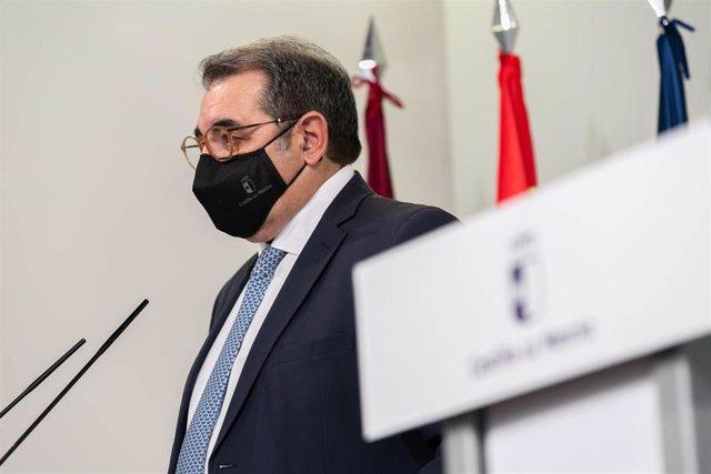 El Consejero De Sanidad, Jesús Fernández Sanz,En Rueda De Prensa.