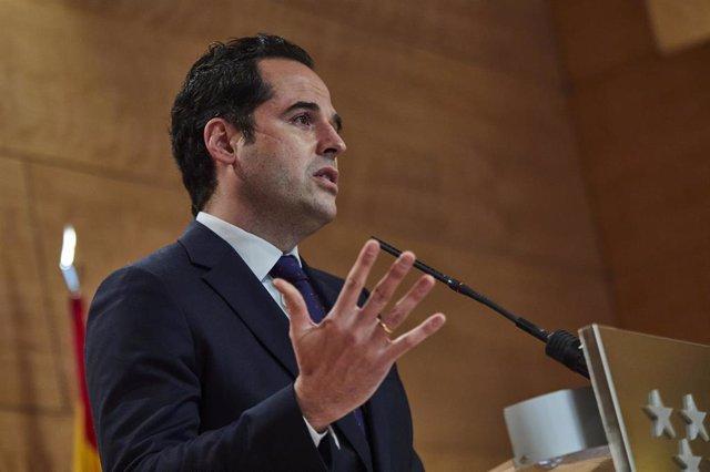 El vicepresidente de la Comunidad de Madrid, Ignacio Aguado, interviene durante la rueda de prensa posterior al Consejo de Gobierno de la Comunidad de Madrid celebrada en la Real Casa de Correos, Madrid, (España), a 24 de febrero de 2021.