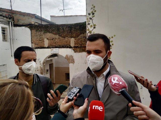 El alcalde de Cáceres, Luis Salaya, en un encuentro con los medios
