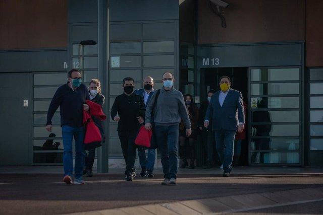 Archivo - El exconseller Josep Rull; el expresidente de la ANC Jordi Sànchez; el exconseller Raül Romeva; el líder de ERC Oriol Junqueras, a su salida de la cárcel de Lledoners donde cumplen condena por el 1-O, a 29 de enero de 2021.