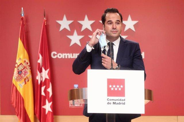 Archivo - El vicepresidente, consejero de Deportes, Transparencia y portavoz de la Comunidad de Madrid, Ignacio Aguado