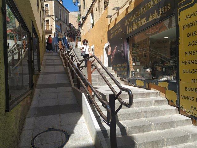 Archivo - Recuerdan al Ayuntamiento de Cáceres que se pueden enfrentar a una sanción si no actúa en la calle Alzapiernas