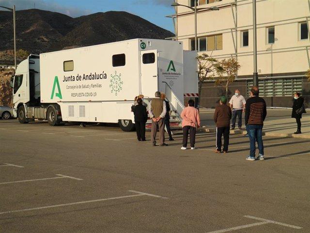 Archivo - Uno de los camiones covid para la realización de pruebas en Almería