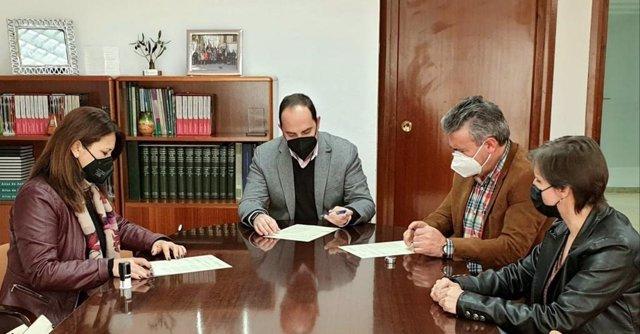 Firma de la entrega de la agrupación de vertidos.