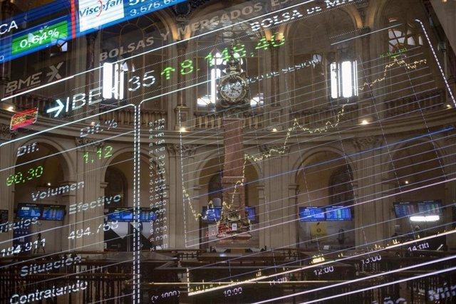 Valores económicos en el Palacio de la Bolsa de Madrid (España), a 19 de febrero de 2021.