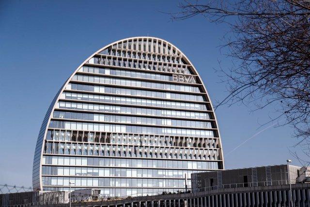 Archivo - La Ciudad BBVA, sede corporativa del Grupo Banco Bilbao Vizcaya Argentaria en España, donde se levanta, La Vela.