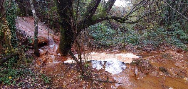 Archivo - Vertido al río de la mina de Touro