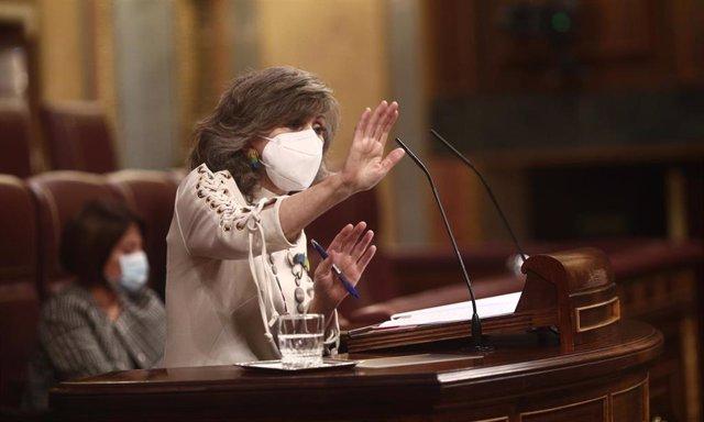 Archivo - La exministra de Sanidad, Consumo y Bienestar Social María Luisa Carcedo interviene durante una sesión plenaria en el Congreso de los Diputados, en Madrid (España), a 17 de diciembre de 2020.